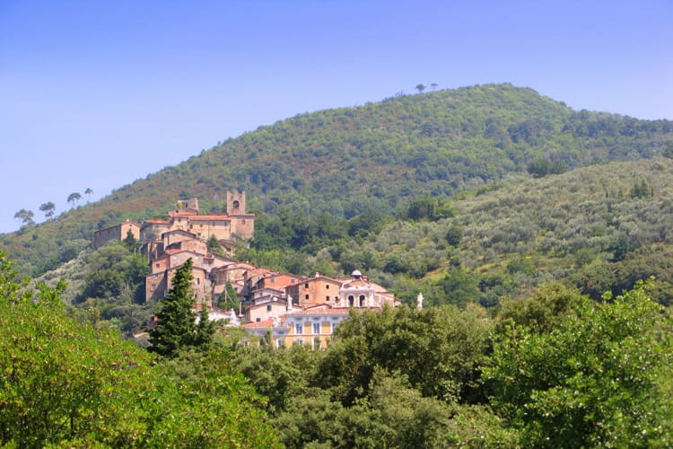 10 suggestive Tuscan hill towns off the beaten path