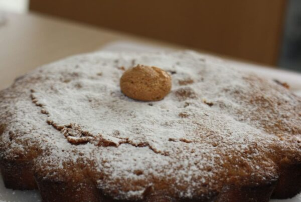cake with amaretti biscuits